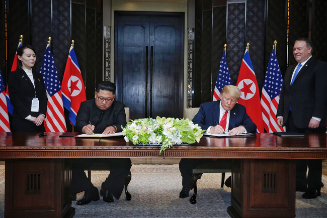 epa06801596 US Secretary of State Mike Pompeo (2-R) and North Korean leader's sister Kim Yo Jong (2-L) look on as US President Donald J. Trump (2-R) and North Korean Chairmain Kim Jong-un (2-L) sign a document during their historic DPRK-US summit, at the Capella Hotel on Sentosa Island, Singapore, 12 June 2018. The summit marks the first meeting between an incumbent US President and a North Korean leader.  EPA/KEVIN LIM / THE STRAITS TIMES / SPH   EDITORIAL USE ONLY  EDITORIAL USE ONLY